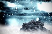 Rock overlooking snowy sky — Stock Photo