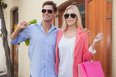 Stylish couple with shopping bags — Foto Stock