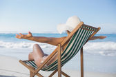 Woman in deck chair with arms outstretched — Stockfoto