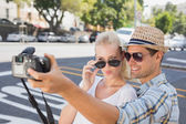 Young hip couple taking a selfie — Stockfoto
