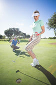 Golfing couple cheering on the putting green — Foto de Stock