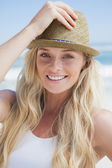 Blonde smiling on beach — ストック写真