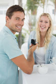 Man proposing marriage to his girlfriend — Foto Stock