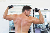Shirtless bodybuilder flexing his biceps — Stock Photo
