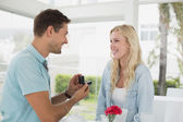 Man proposing marriage to his girlfriend — Stock Photo