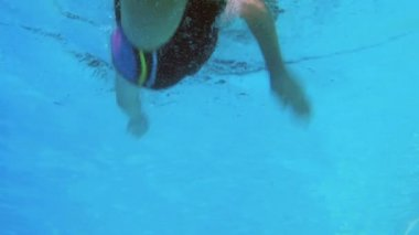 Low angle view of fit swimmer in pool — Stockvideo