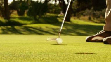 Man putting his golf ball — Stock Video