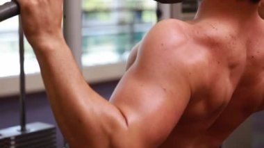 Fit man using the weights machine — Stockvideo