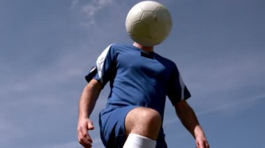 Football player controlling the ball — Stock Video