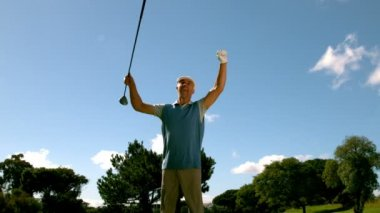 Ecstatic golfer jumping up and cheering — Stok video