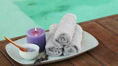 Beauty treatment in bowl presented on plate with candle — Stock Video