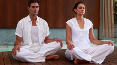Calm couple in white sitting in lotus pose — Vidéo