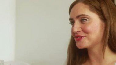 Nail technician filing smiling customers nails — Stock Video