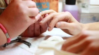 Nail technician giving customer a manicure — Stockvideo