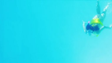 Underwater shot of blue swimming pool — Stock Video