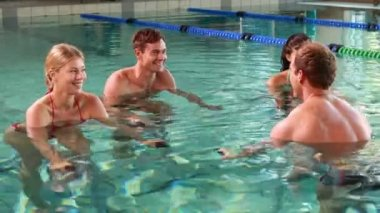 Fit people doing an aqua aerobics class in swimming pool — Stock Video