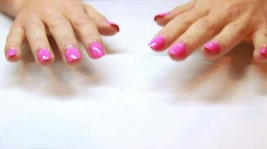 Hands showing fresh pink manicure — Vídeo de stock