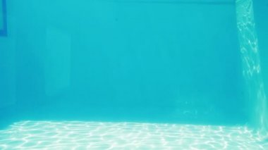 Water glimmering in swimming pool — Wideo stockowe