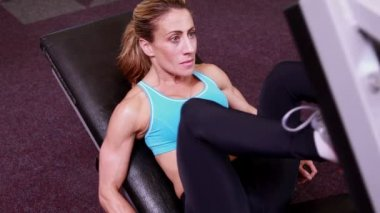 Woman using leg weights machine — Stock Video