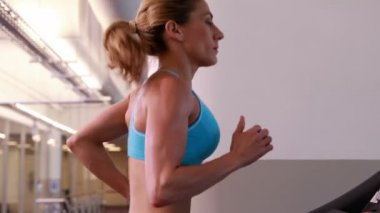 Super fit woman running on treadmill — Stock Video