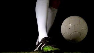 足球运动员踢到球 — 图库视频影像