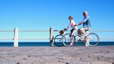 Seniors going on a bike ride — Wideo stockowe
