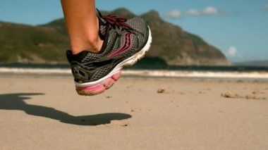 Woman jogging on the sand — Vídeo de stock
