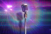 Microphone rétro sur stand — Photo