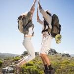 Couple on mountain terrain jumping — Foto Stock