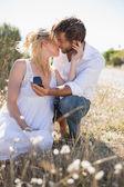 Adam kız arkadaşına evlenme teklif — Stok fotoğraf
