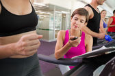 Trainer timing her client on the treadmill — Stock Photo