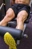 Mid section of muscular man doing a leg workout — Stock Photo