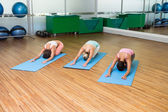 Yoga class in childs pose in fitness studio — Stockfoto