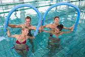 Fitness klasy robi aqua aerobik — Zdjęcie stockowe