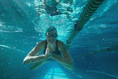 Athletic swimmer swimming towards camera — Stock Photo