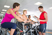 Trainer talking with his spin class — Stock Photo