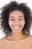 漂亮的女孩与黑人发型微笑相机 — 图库照片