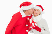 Festive couple smiling and holding gift — Stock Photo