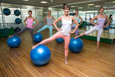 Fitness class using exercise balls in studio — Stock Photo