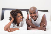 Couple lying on bed together — Stock Photo