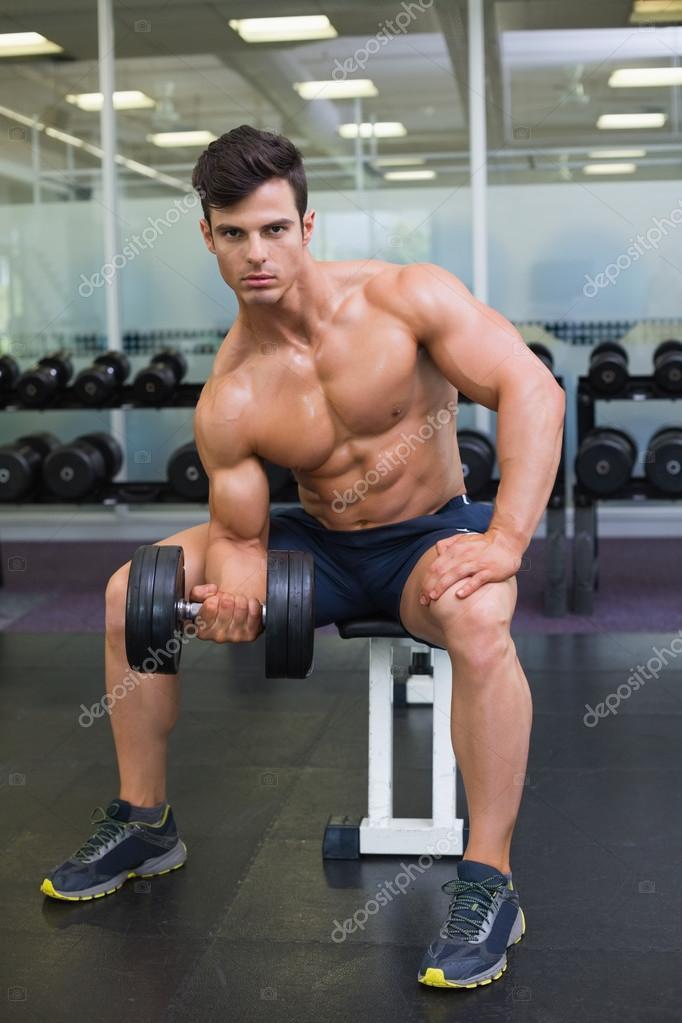 hombres haciendo ejercicio sin ropa