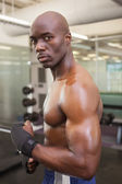 Shirtless muscular man standing in gym — ストック写真