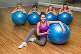 Fitness class posing with exercise balls in studio — Stock fotografie