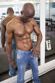 Muscular man wearing loose jeans — Foto de Stock