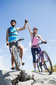 Cyclist couple happy to have reached — Stock Photo