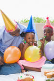 Father and children celebrating a birthday together — Stockfoto