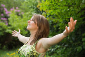 Woman with arms outstretched in field — Photo