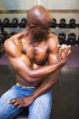 Muscular man injecting steroids — Stock Photo