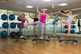 Fitness class doing step aerobics — Foto de Stock