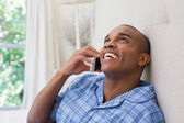 Man talking on phone — Stockfoto